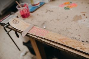 Projekt Pracownie_wywiad_drewniane narty_Monck Custom_fot_Radek Zawadzki