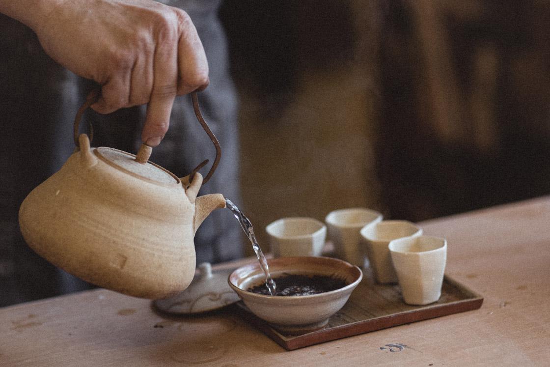 Projekt Pracownie_wywiad_Andrzej Bero_ceramika herbaciana_fot_Natalia Miedziak-Skonieczna